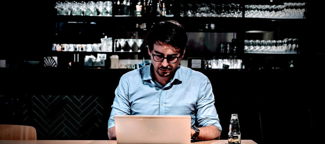 A student studies online to become a bartender